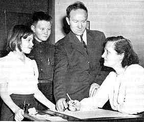 Cecilia Payne, su marido y sus hijos Katherine y Edward, en 1946. Crédito: Web de astrogea.org
