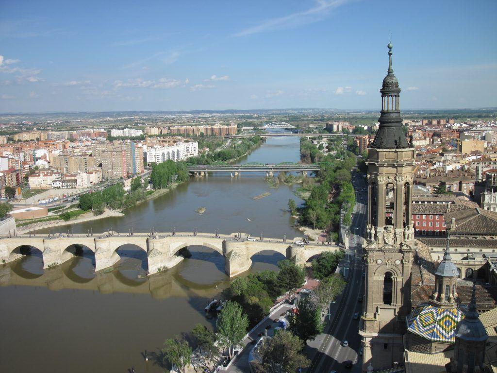Zaragoza a orillas del Ebro y famosa por la Basílica del Pilar