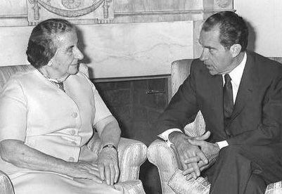 Golda Meir con Richard Nixon, en la Casa Blanca. Crédito: Jewish Virtual Library