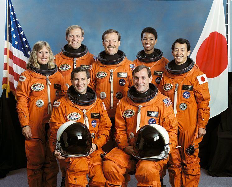 La tripulación de la misión espacial STS-47