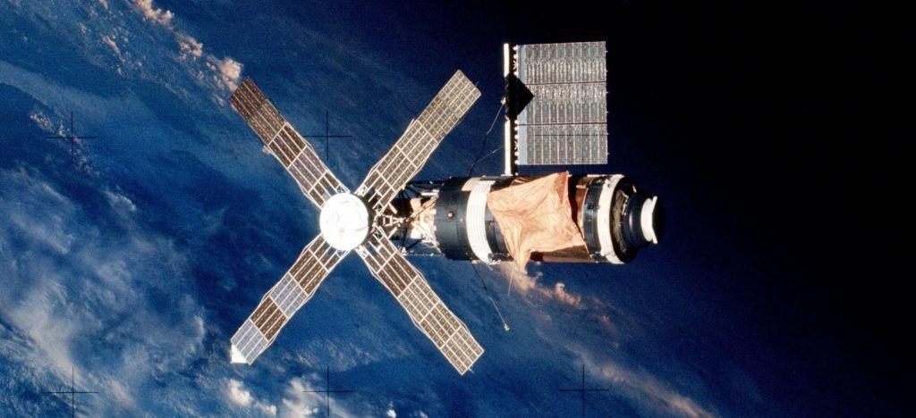 El Skylab en 1973, fue la primera Estación Espacial Estadounidense. Crédito: NASA