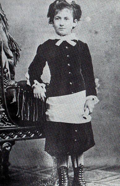 María Montessori en 1880, con 10 años.