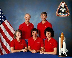 Shannon Lucid con sus cuatro compañeros de la Misión STS-34. Crédito: NASA