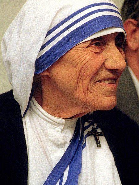 Teresa de Calcuta en un Acto Pro Vida celebrado en Bonn, en el año 1986. Crédito: Tárelio