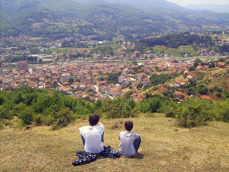 Panorama de un pueblo cercano a Kosovo. Crédito: Fidan Bela