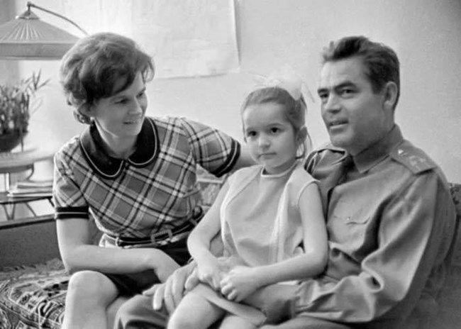 Valentina Tereshkova con su esposo y su hija