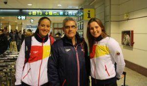 Jordi Murio, el Mejor Entrenador del Año 2010. flanqueado por las medallistas europeas Duane de Rocha y Melanie Costa. Crédito: RFEN