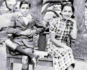 Violeta Parra y su hermano Lalo. Crédito: web theclinic.cl