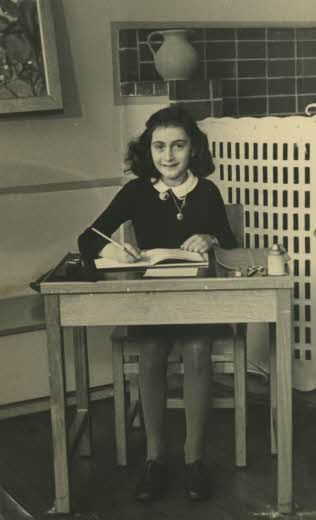 Foto de colegio, en 1940. Crédito: Wikimedia. Fundacion Ana Frank