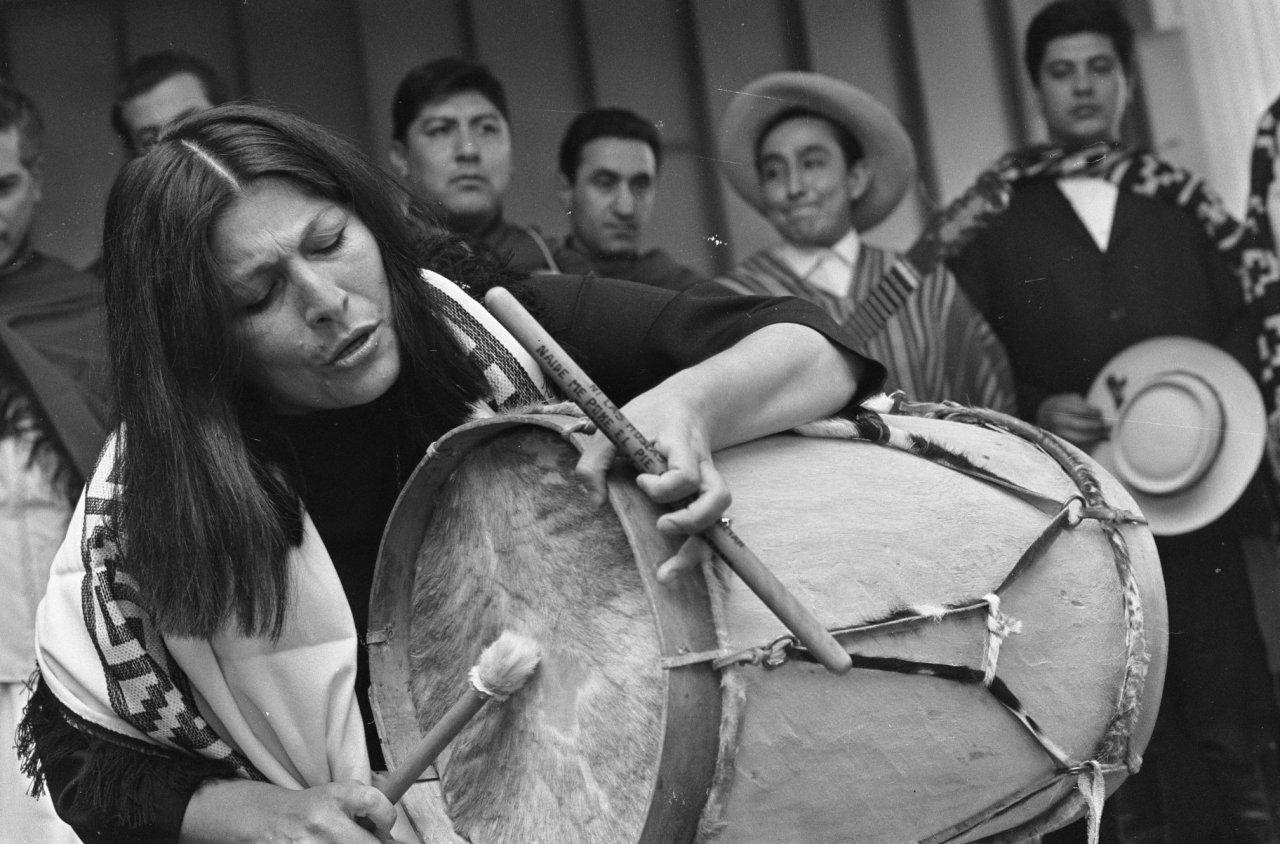 Mercedes Sosa en una de sus actuaciones en 1967. Crédito: Roon Kroon. Anefo