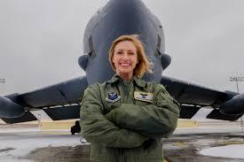 Eileen Collins luchó hasta conseguir su licencia de piloto. Crédito: Minot Air Force Base