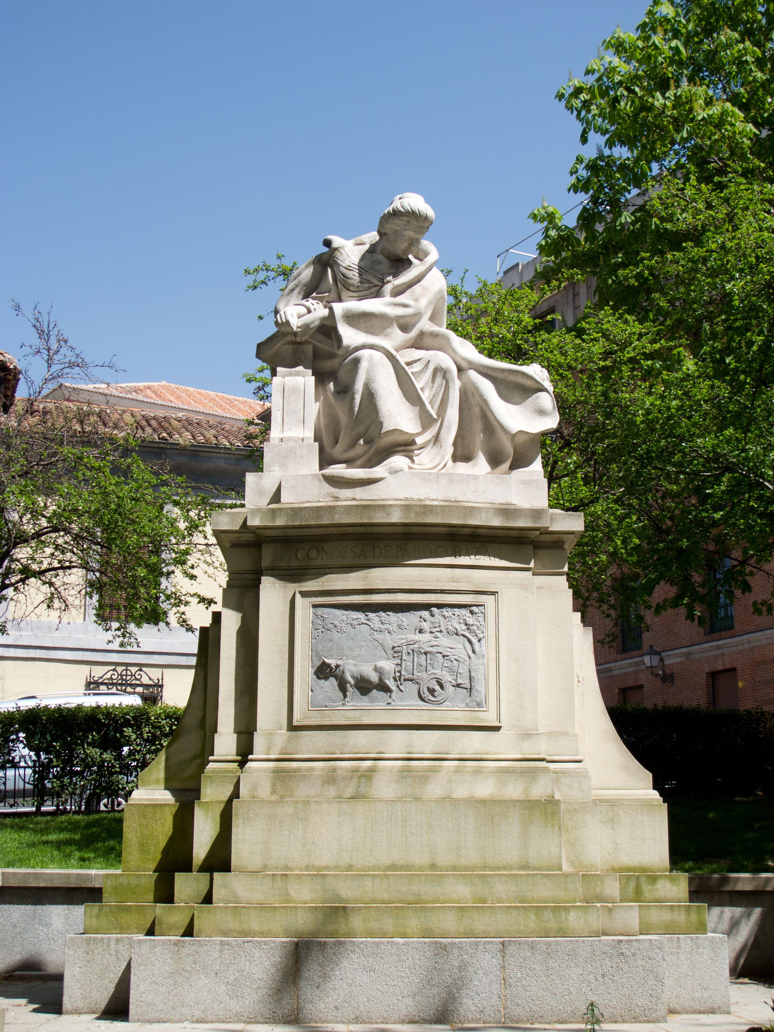 Madrid y España entera dedicó este monumento a Emilia Pardo Bazán, en la calle La Princesa. Crédito: Kadellar. Wikipedia