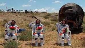 Feliz aterrizaje de la nave espacial que devolvió a tierra a Liu Yang. Crédito: web danielmarin.nauka.com