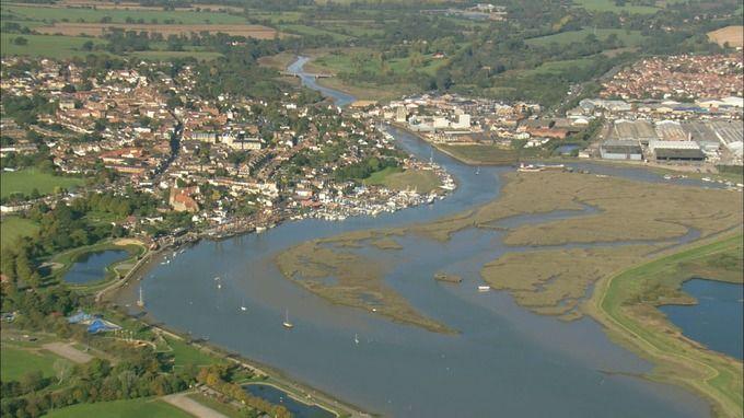 Vista panorámica de la costa en Essex. Biografía de Anna Ferrer