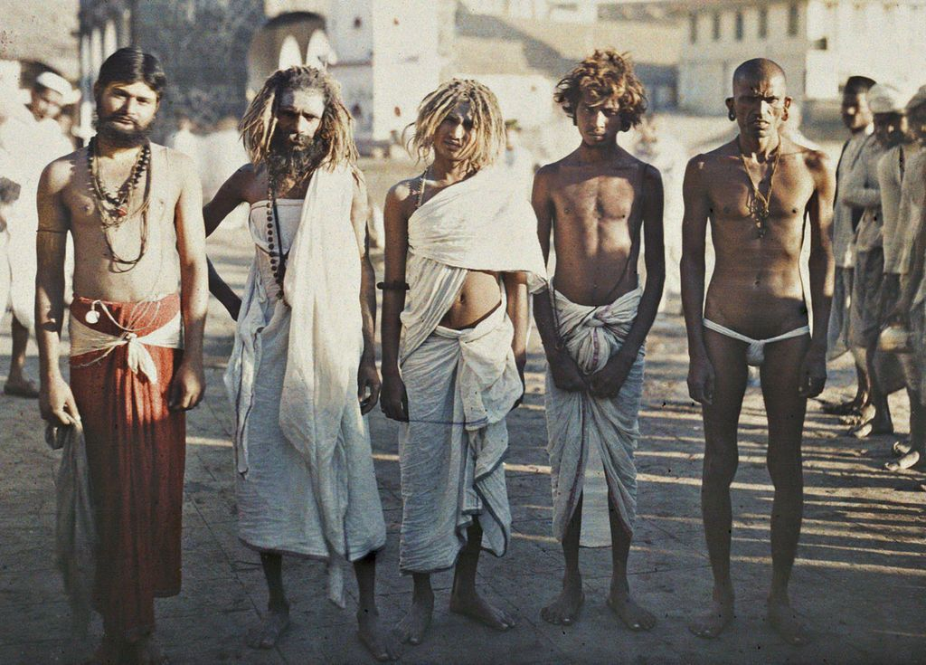 Gente en las calles de la India. Biografía de Anna Ferrer