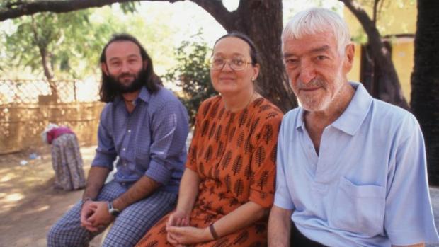Moncho Ferrer con sus padres.