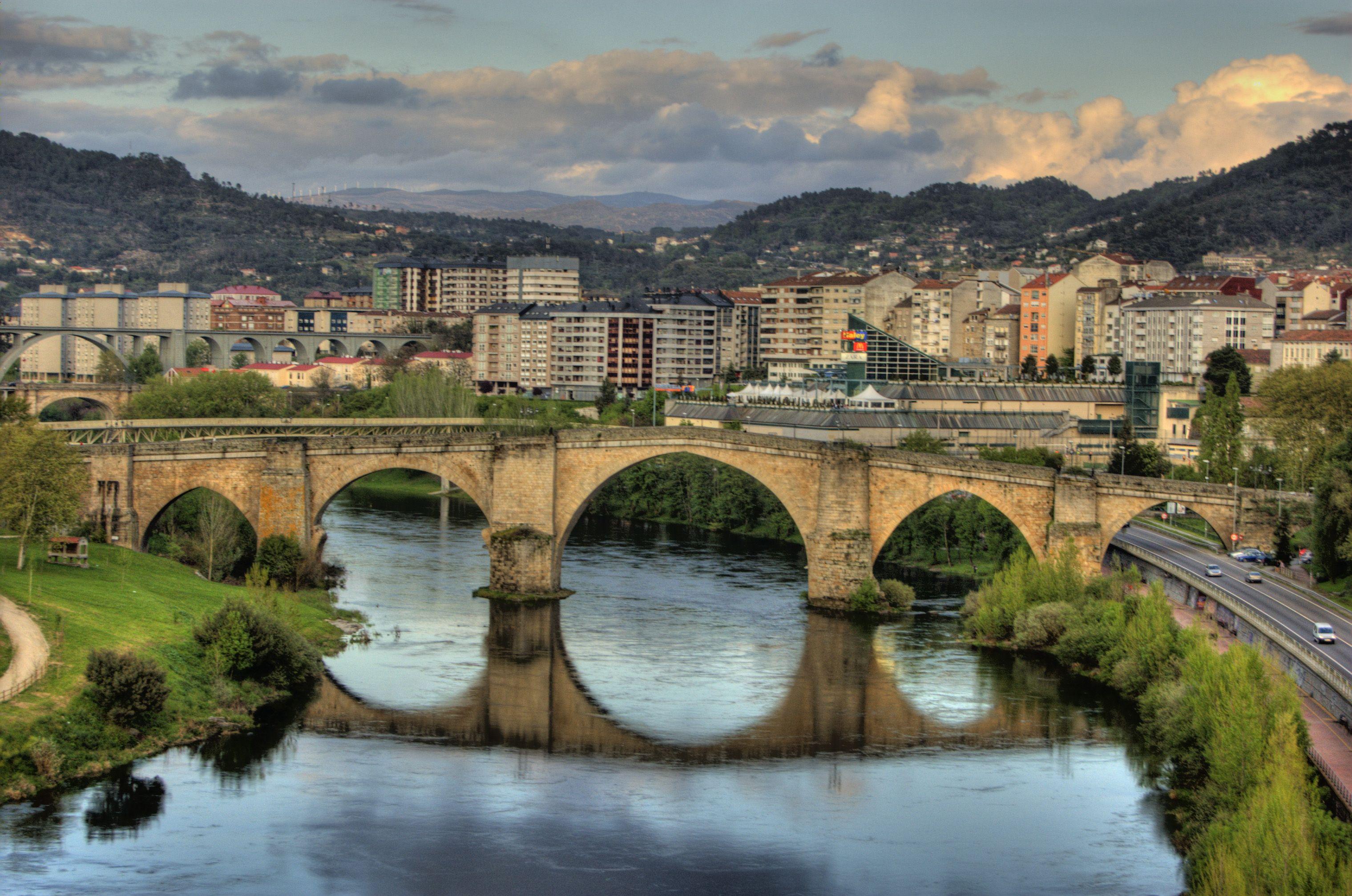 Vista del puente romano de Orense, sobre el río Miño. Crédito: Wikipedia