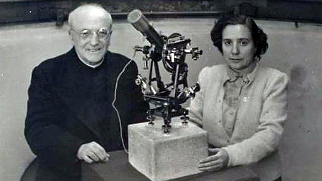 El astrónomo Ramón María Aller con Antonia Ferrín. Crédito: web lavozdegalicia.es