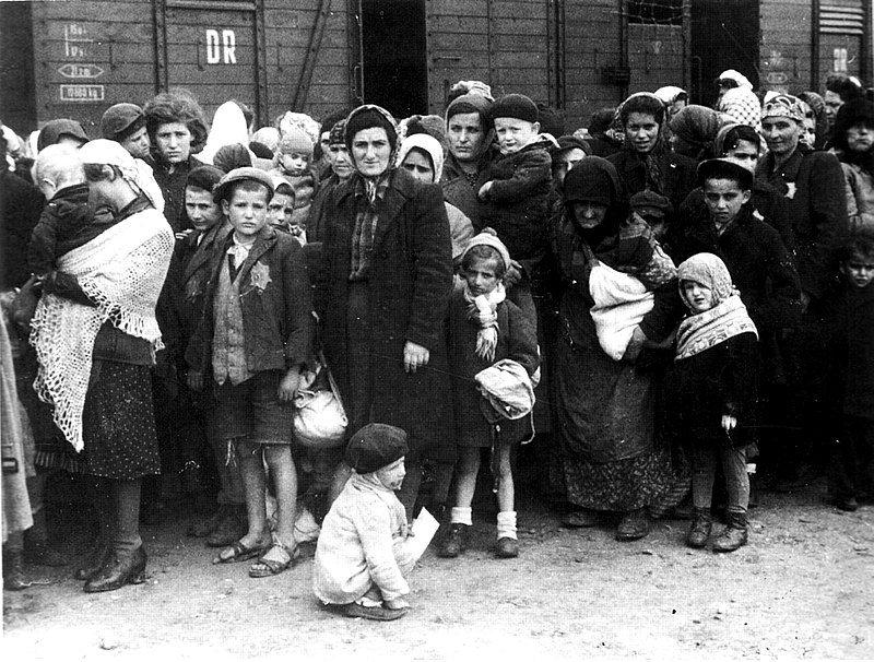 Prisioneros judíos polacos conducidos a los campos de concentración, especialmente a Auschwitz. Crédito: Wikipedia.