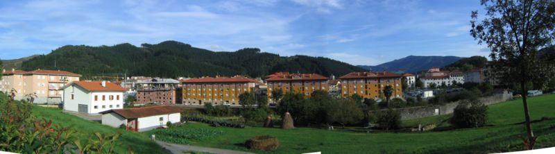 Markina es una localidad caracterizada por sus casas solariegas y por su famoso frontón. Crédito: Wikipedia