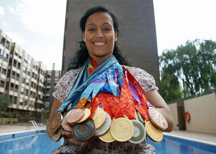 Teresa Perales cargada de medallas ganadas a pulso. Crédito: web as.com/masdeporte