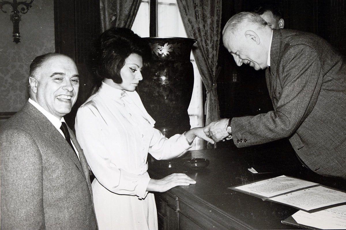 Matrimonio de Sofía Loren con Carlo Ponti. Crédito: web vogue.es