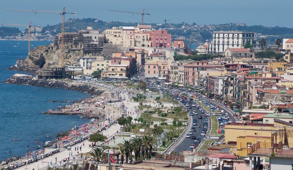 Pozzuoli es un municipio de la ciudad de Nápoles. Tiene unos 80.000 habitantes. Crédito: Wikipedia