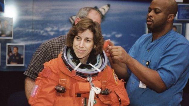 Ellen Ochoa participó en cuatro misiones espaciales. Crédito: web bbc.com