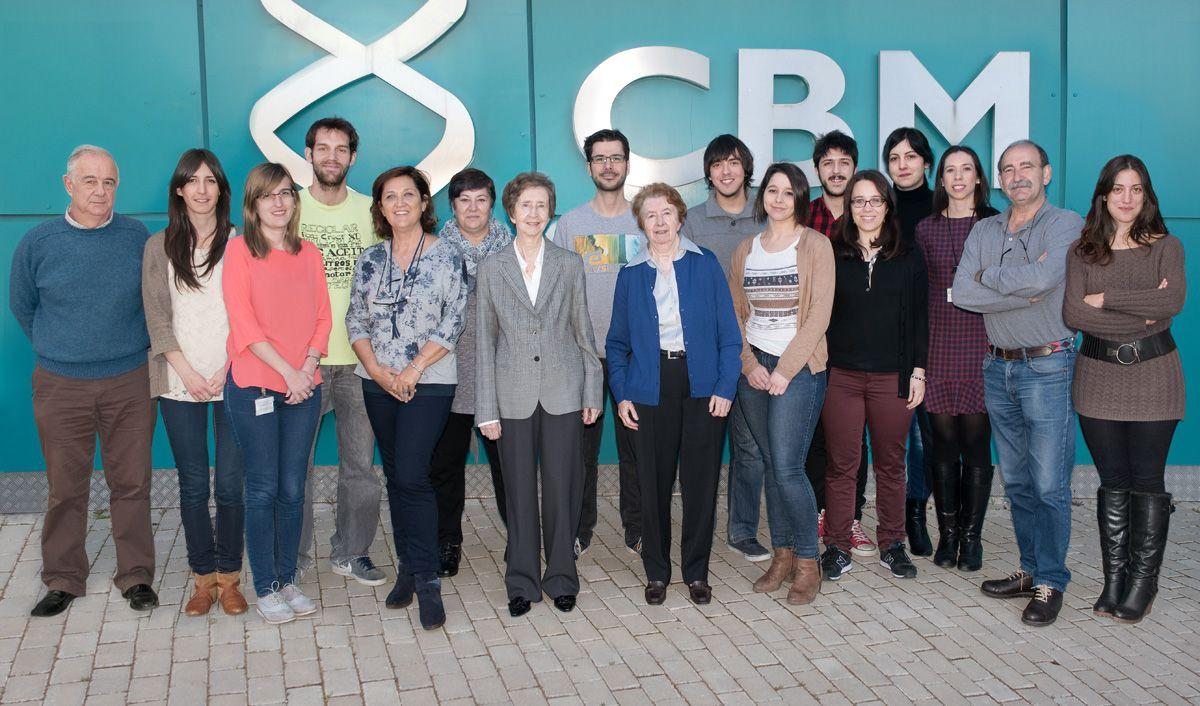 Margarita Salas y su equipo del Centro de Biología Molecular. Crédito: web web4.cbm.uam.es