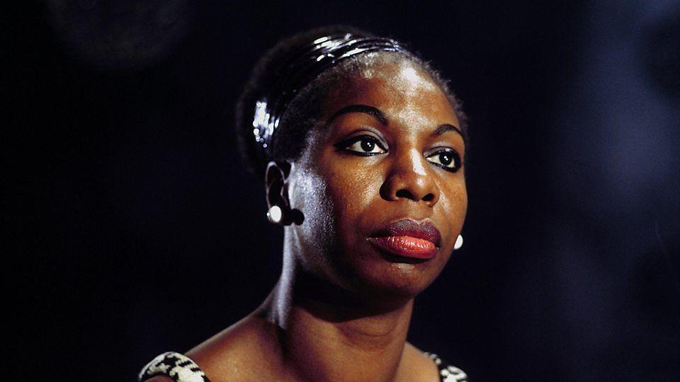 Imagen de una Nina Simone, siempre seria y algo triste. Crédito: web bbc.co.uk