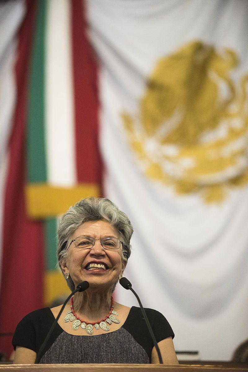 Silvia Torres en la aceptación de la Medalla al Mérito de Ciencias, en 2015. Crédito: Wikipedia.