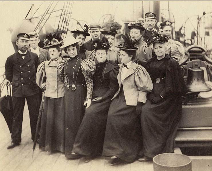 Williamina y sus compañeras de paseo marítimo. Crédito: web harvardmagazine.com