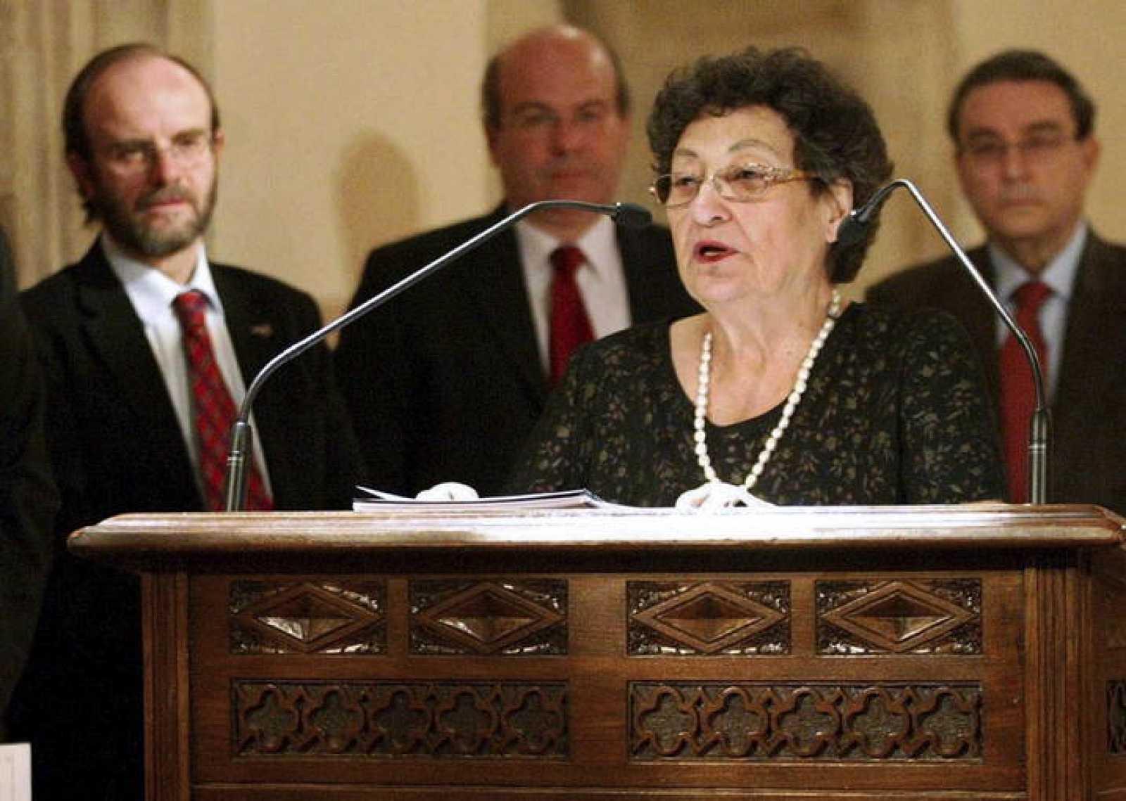 Francisca Aguirre agradeciendo el premio a la mejor obra publicada en 2011. Crédito: web rtve.es/noticia