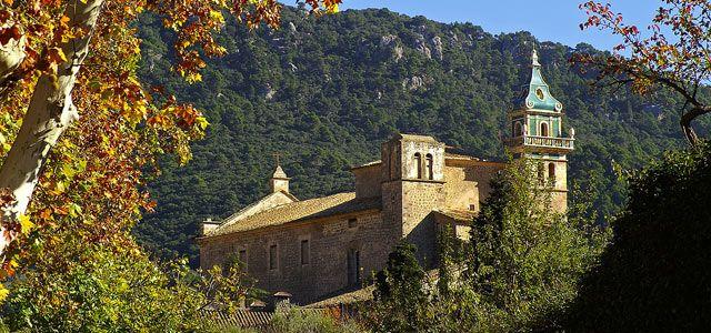 La Cartuja de Valldemosa es un palacio inaugurado en 1399, que fue residencia del rey Sancho I de Mallorca. Crédito: web recordrentacar.com