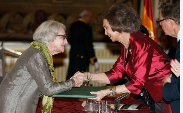 Ida Vitale recibiendo el Premio Reina Sofía en el año 2015. Crédito: web vallejoandcompany.com