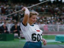 Marlene Ahrens en uno de sus lanzamientos de jabalina en Melbourne. Crédito: web foxsports.com.mx