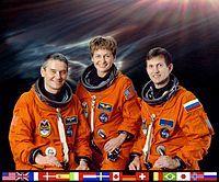 Para estos tres astronautas, la expedición 5 fue su primer vuelo espacial. Crédito: es.wikipedia.org