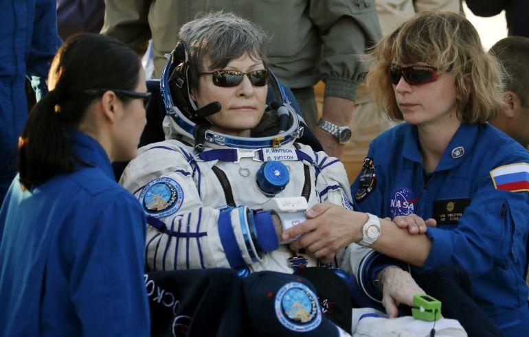 Peggy Whitson regresó a la Tierra después de acumular 665 días en el espacio. Crédito: web cadenaser.com