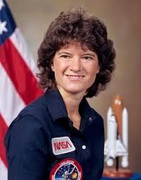 En 1983, Sally Ride se convirtió en laprimeramujer de Estados Unidos que alcanzó el espacio exterior. Crédito: Wikipedia