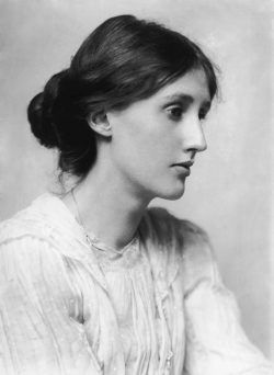 Virginia Woolf la gran escritora, con sus ojos tristes y melancólicos. Crédito: web luisantoniodevillena.es