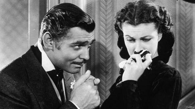 """Clark Gable y Vivien Leigh principales protagonista de la película """"LO que el viento se llevo"""". Crédito: web bbc.com/mundo/noticias"""