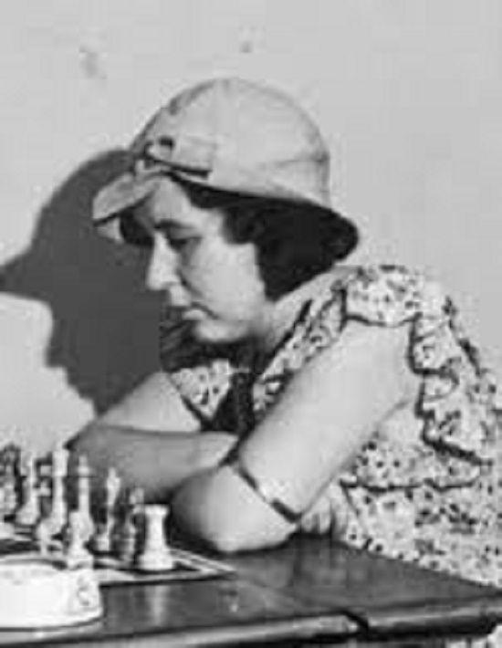 En esos años, Vera Menchik era una ajedrecista imbatible en los torneos femeninos. Crédito: web chessajedrez.com