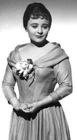 Victoria de los Ángeles preparada para cantar en una ópera. Crédito: web unanocheenlaopera.com