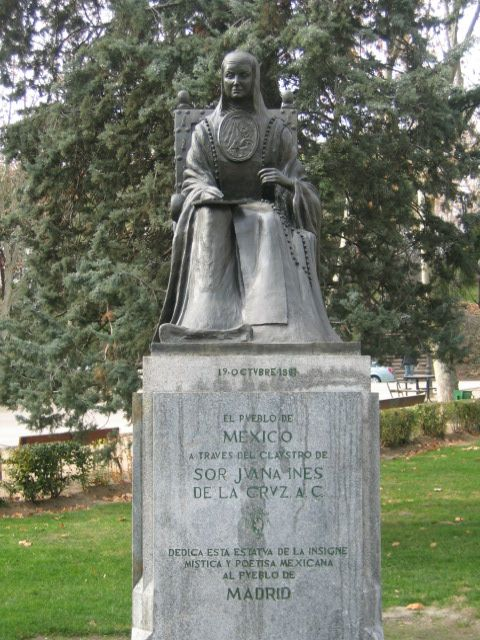 Estatua de Sor Juana Inés de la Cruz, en la Plaza de España-Calle de Ferraz de Madrid. Crédito: Wikipedia