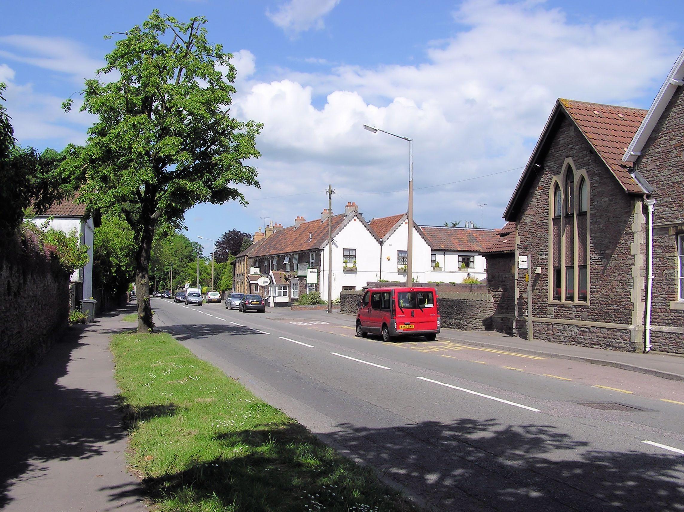 Calle principal de Winterbourne, en 2008. Crédito: Wikipedia.