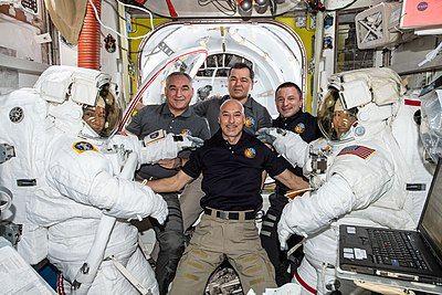 Expedición Espacial 61